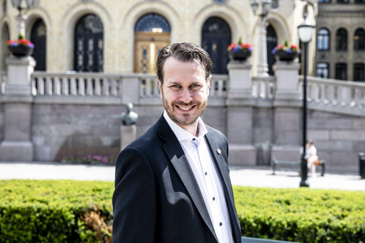 Helge André Njåstad (Frp) har forhandlet med regjeringspartiene om kommuneproposisjonen for 2022.