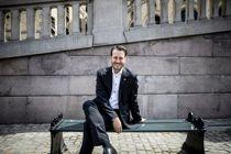 <p>Helge André Njåstad (Frp) mener at Kommuneproposisjonen for 2021 er blitt bedre og har fått en sterkere distrikts- og sosial profil etter at partiet hans er blitt enig med regjeringspartiene om en avtale.</p>