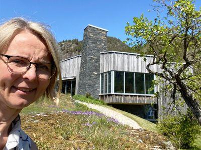 I sommer reklamerte ordfører Inger Lise Lund Stulien i Åseral for et besøk til Minne kultursenter. Nå håper hun at kommunen snart får på plass en fast toppleder.