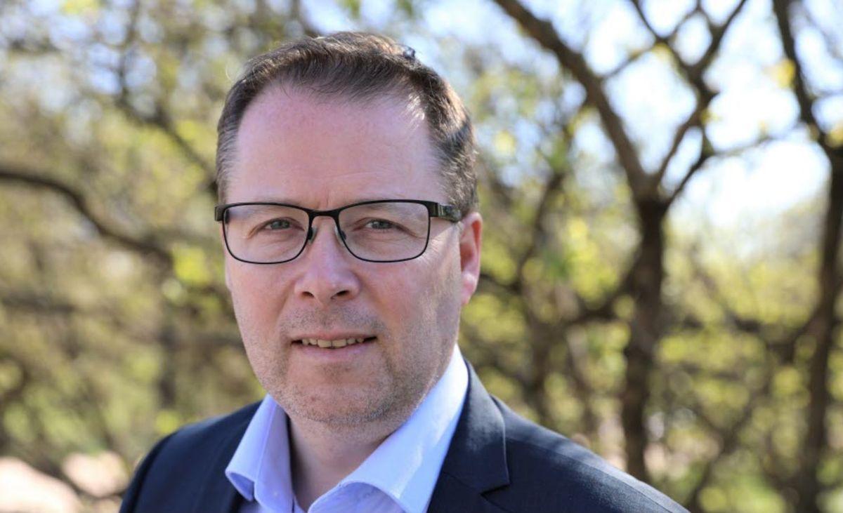 – Vi må se om det er mulig å fravike enkelte punkter i opplæringsloven, sier styreleder Bjørn Arild Gram i KS.