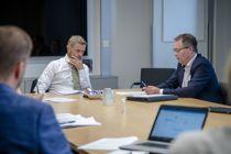 <p>Helse og omsorgsminister Bent Høie (H) og styreleder Bjørn Arild Gram i KS forsikrer at Akson går videre. </p>