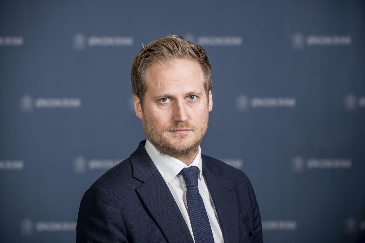 Førstestatsadvokat Esben Kyhring i Økokrim avviser at Økokrim har påvirket kommunen til å holde korrupsjonssaken i Nittedal hemmelig for politikerne.