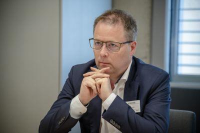 – Vi mener at å pålegge kommunene nok en «plikt til å samordne» seg internt neppe vil løse de problemene som utsatte barn og unge har, sier KS' styreleder Bjørn Arild Gram.