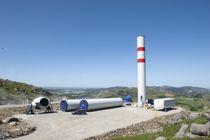 <p>Bygging av vindkraftverk på land innebærer inngrep i naturen, i tillegg til at selve vindturbinene kan gi støy, skyggekast og endre det visuelle landskapet. Her fra byggingen av Vardafjellet vindkraftverk sommeren 2020.</p>