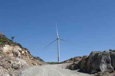 Ordfører Einar Holmer-Hoven (H) i Lillesand kommune sier at han er blitt fortalt av NVE at et vindkraftverk med konsesjon ikke kan etableres i strid med gjeldende kommuneplan, og at politikerne dermed kunne gitt avslag på dispensasjon fra kommuneplanen. Bildet er fra Vardafjellet vindkraftverk i Rogaland.