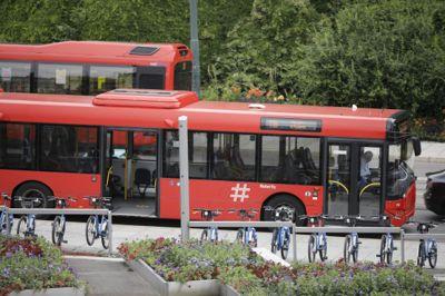 Klimavennlig kollektivtransport støttes i byvekstavtaler mellom staten og de store byene.