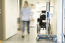 Deltidsansatte kan ha bidratt til å spre koronasmitte mellom sykehjem, viser en undersøkelse.