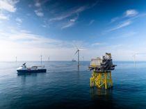 <p>Equinor deltar i det grønne skiftet og har bygget ut havvind, Dudgeon Offshore Wind Farm, utenfor kysten av Skottland.</p>