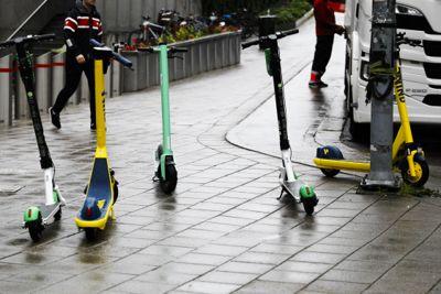 Elparkesykler står til hinder i gågater og på fortau i sentrale deler av Oslo.