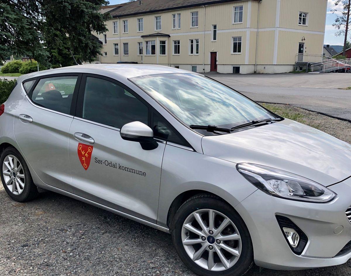 Fra 1. januar 2022 må alle nye biler i offentlig sektor være nullutslippsbiler, foreslår regjeringen i et høringsnotat. Her en kommunal tjenestebil i Sør-Odal kommune.