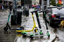 <p>Bergen kommune ønsket midlertidig stans i utsettingen av sparkesykler, fram til det kommer en endelig rettslig avgjørelse om hvorvidt sparkesykkelfirmaer fritt kan bruke byrommet til utleie av elsparkesykler. Her fra Oslo sentrum, der mange aktører kjemper om beinet.</p>