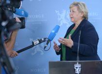 <p>Statsminister Erna Solberg er bekymret for økt koronasmitte.</p>