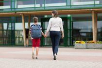 Førsteklassinger i Nordre Follo må klare seg uten foreldre i klasserommene første skoledag.