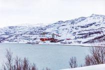 <p>Selskapet Nussir ASA har fått driftskonsesjon for en kobbergruve ved Repparfjorden i Finnmark. Masser fra gruvedriften vil bli tømt i et sjødeponi i Repparfjorden. Anlegget på bildene er Folldal Verk i Repparfjord.</p>