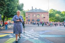 <p>Statsminister Erna Solberg taler til elever på Lakkegata skole i Oslo på første skoledag.</p>
