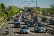 <i>Pinseutfart</i> Oslo 20200529. Tett trafikk ut fra Oslo sentrum på E18 ved Frognerkilen.