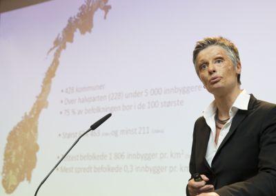Professor Signy Irene Vabo, som ledet ekspertutvalget for kommunereform, er rystet over politikerne som forsøkte å overstyre kommunedirektøren i ansettelsessaker.