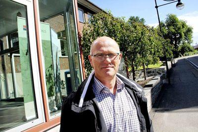 Kommuneoverlege Ole Johan Bakke i Holmestrand har ingen ting imot å jobbe 18 timer i døgnet når det er nødvendig for å følge opp smittede og nærkontakter.