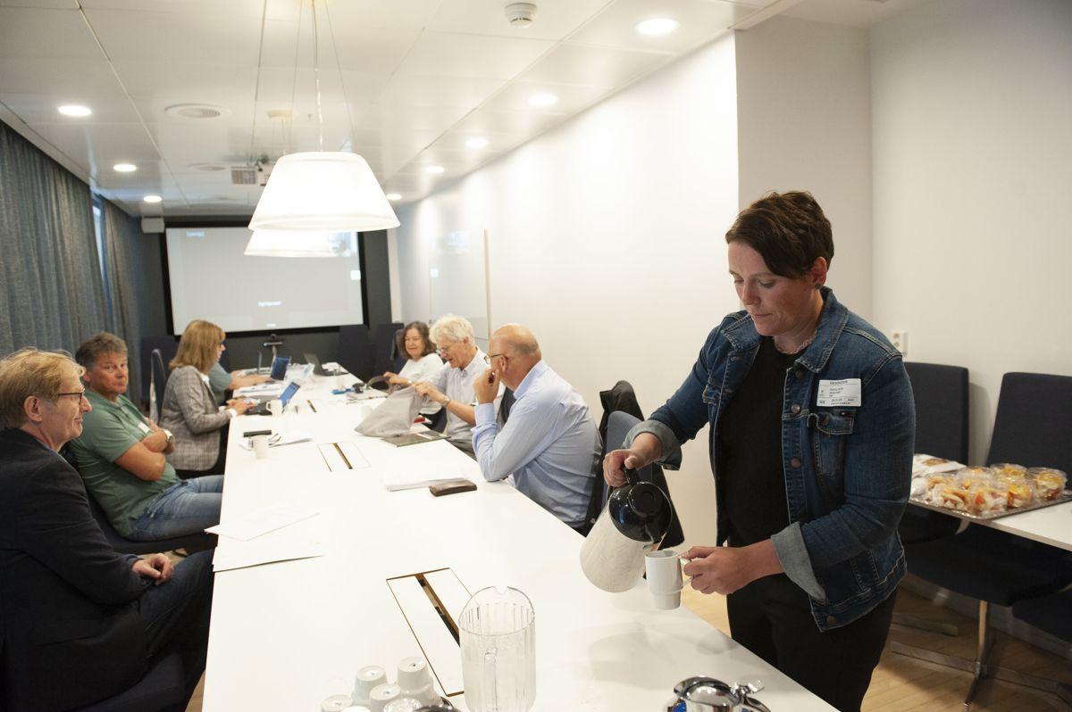 Utvalget, som skal gå gjennom kommunenes inntektssystem, hadde sitt første møte 26. august 2020. Utvalgsleder Marianne Haraldsvik (til høyre) oppfordrer kommunene til å komme med innspill via den nyopprettede nettsiden.