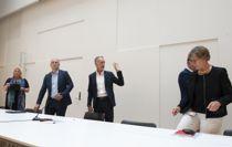 <p>Forhandlingslederne i kommuneoppgjøret innledet forhandlingene i Kommunenes Hus i dag. Fra venstre: Lizzie Ruud Thorkildsen (YS), Steffen Handal (Unio), Tor Arne Gangsø (KS), Jan Olav Birkenhagen (Akademikerne) og Mette Nord (LO).</p>