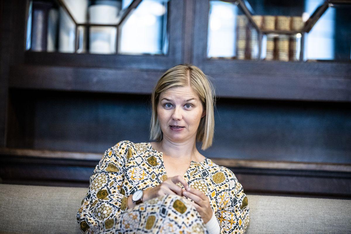 Kunnskapsminister Guri Melby (V) utsetter nytt prøveopplegg i skolen.