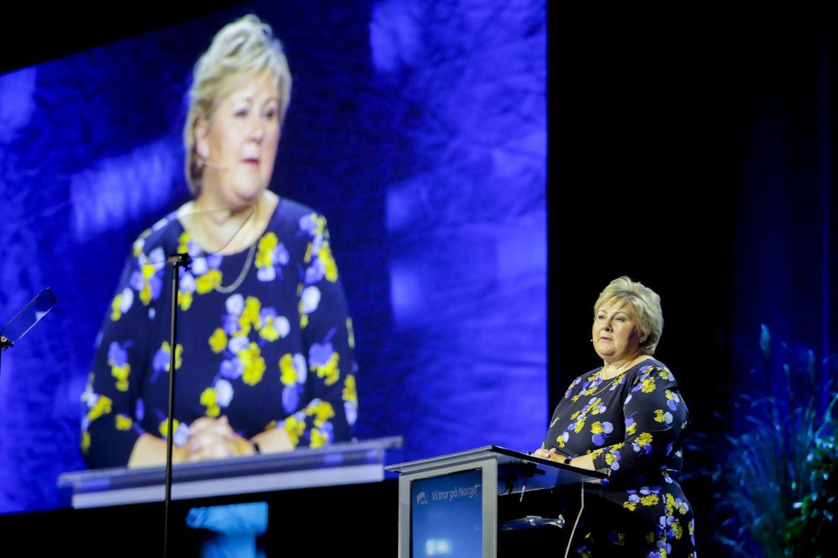 Statsminister Erna Solberg på talerstolen under Høyres landsmøte på Gardermoen.