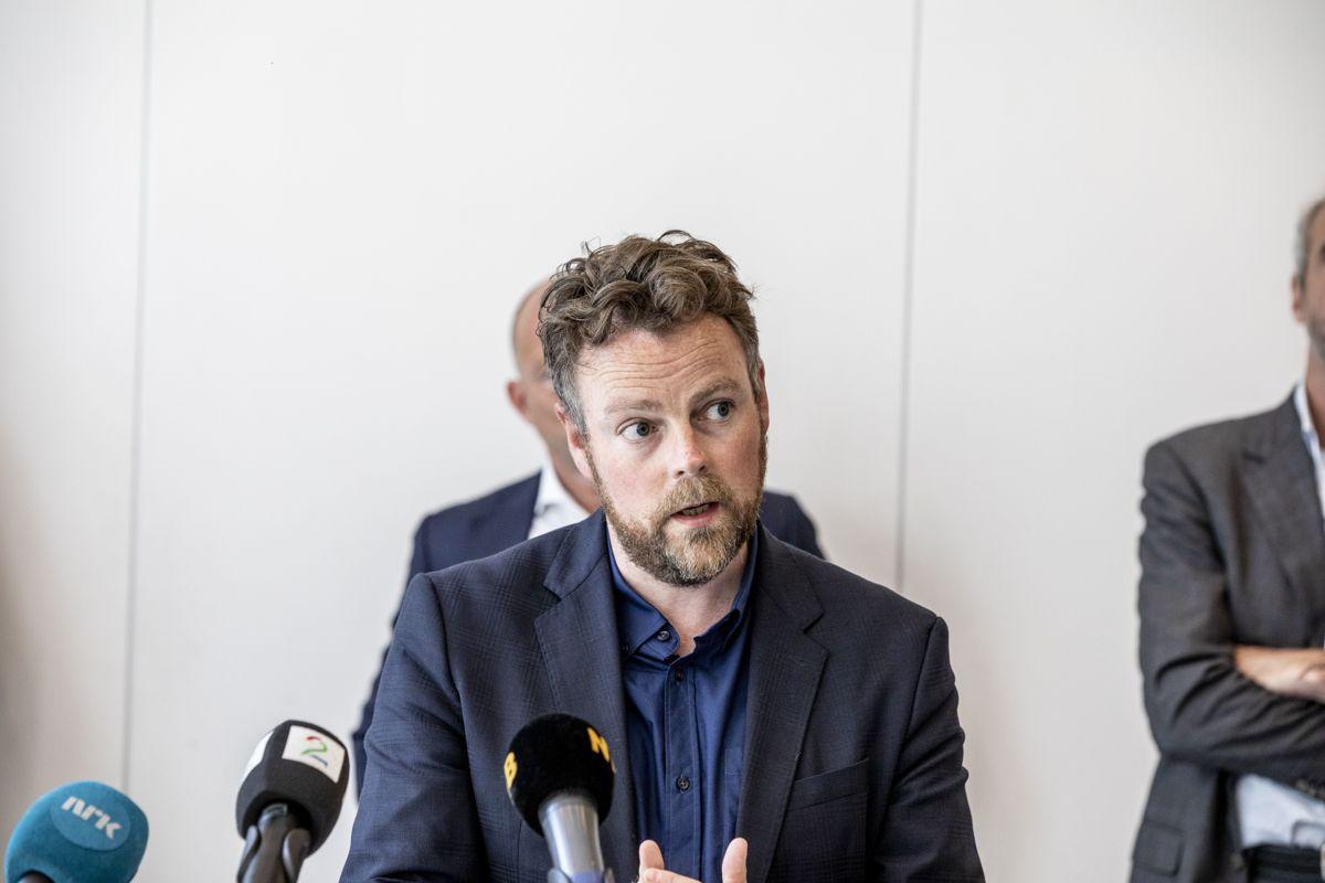 Arbeids- og sosialminister Torbjørn Røe Isaksen sier at akutt brannfare var årsaken til at streiken måtte avblåses fredag ettermiddag.