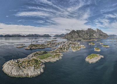 «Henningsvær kan markere seg som en attraktiv destinasjon med ramsalte fiskemiljø, særegen natur og kulturopplevelser», mener juryen som skal avgjøre hva som blir landets mest attraktive sted.