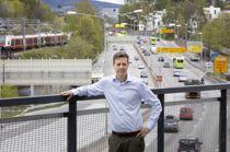 <p>Samferdselsminister Knut Arild Hareide mener at etterslepet på vedlikeholdet av fylkesveiene er en «reell utfordring», men at han ikke har en løsning på problemet ennå.</p>