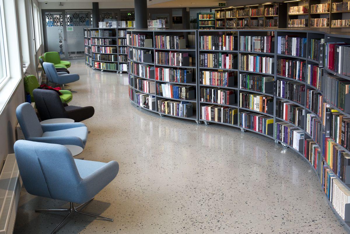 Mange av de større byene i Nordland har satset på nye biblioteklokaler de seneste årene. Felles for dem, uansett størrelse, er at de har en rolle som sentral bidragsyter i den lokale kulturen, skriver Kirsti Saxi. Bildet er fra Narvik bibliotek.