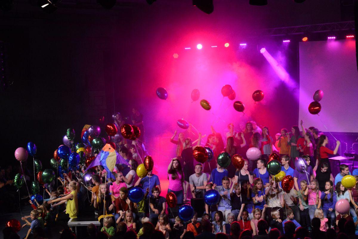 Kommuner har en stor oppgave i å fortelle mer om mangfoldet av muligheter, fremfor å fortvile over færre innbyggere og rikspolitikere som ikke bidrar. Bildet er fra åpningen av AKSET kultur- og skolesamfunn i Inderøy i 2016.