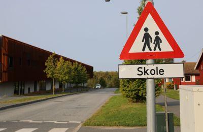Kommunen som kan nomineres til årets trafikksikkerhetskommune må ha en trafikksikkerhetsplan, blant annet for sikring av skoleveiene.