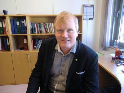Rune Hovde gikk på dagen fra topplederjobben i Stryn i september i fjor. Han står nå på søkerlista til jobben som administrerende direktør i Forskningsrådet.