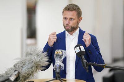 Helse- og omsorgsminister Bent Høie (H) ber Oslos nabokommuner innføre samme smitteverntiltak som hovedstaden
