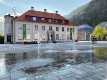 <p>Rjukan er kommunesenteret i Tinn kommune. Nå leter kommunen på nytt etter en som kan tenke seg å lede administrasjonen fra rådhuset i Rjukan.</p>