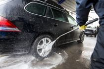 <p>Kommunene bør bli aktive medspillere i arbeidet for bærekraftig bilvask, skriver Iman Winkelmann.</p>