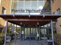 <p>På Førde helsetun i Sunnfjord kommune er det ekstra strenge besøksregler for pårørende fra Oslo-området.</p>