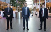 <p>BI-rektor Inge Jan Henjesand (f.v.), helseminister Bent Høie (H) og KS-leder Bjørn Arild Gram under åpningen av topplederprogrammet.</p>