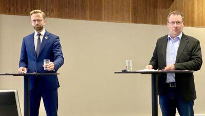 Kommunalminister Nikolai Astrup og KS-leder Bjørn Arild Gram under framleggelsen av den første delrapporten om koronakostnadene 16. oktober 2020.