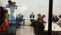 <p>Arbeidslivsdirektør Tor Arne Gangsø i KS (i midten) under forhandlingsstart 03. september 2020.</p>