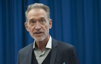 Områdedirektør Tor Arne Gangsø i KS understreker at KS ikke er imot at lærere skal få overtidsbetalt for koronaarbeid, slik han mener Utdanningsforbundet gir uttrykk for.