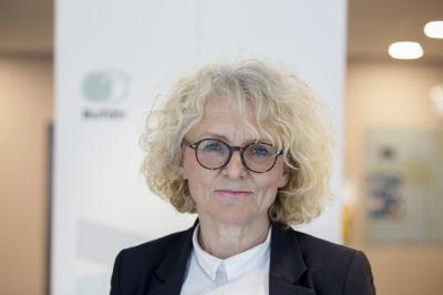Bufdir-direktør Mari Trommald mener koronapandemien gjør det viktigere enn noen gang å melde fra ved mistanke om at barn ikke har det bra.
