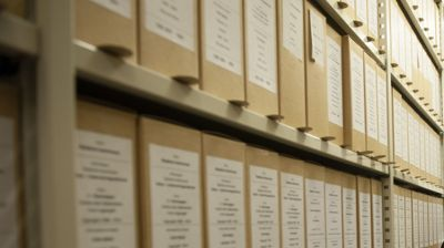 Både fortidens papirarkiver og dagens og fremtidens fullelektroniske saksbehandling og arkivering gir mange kommuner hodebry. Ullensaker kommune endte opp med seks pålegg etter at Arkivverket var på tilsyn i fjor. Fortsatt står det avvik igjen å lukke.