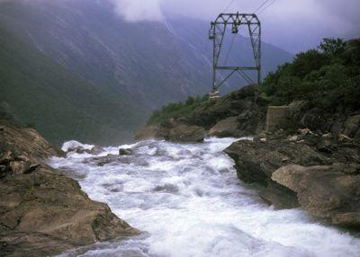 Med kobling av kunnskapsmiljøer, industritradisjoner og offentlig satsing kan Norge bruke fornybar energi til grønn industriproduksjonen framover. Likevel peker pilene for arbeidsplasser nedover, skriver Jan Inge Krossli.