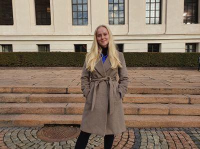 Frigg Winther Rugset (H) er jusstudent ved Universitetet i Oslo. Hun synes det går fint å kombinere studier med vervet som folkevalgt i Bærum.