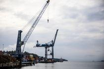 <p>Landsstyret i KS ønsker en plan for å knytte jernbane- og veinettet tettere til havnene, slik at det blir enklere å benytte sjøtransport på deler av strekningen. Bildet er fra konteinerhavna i Moss havn.</p>