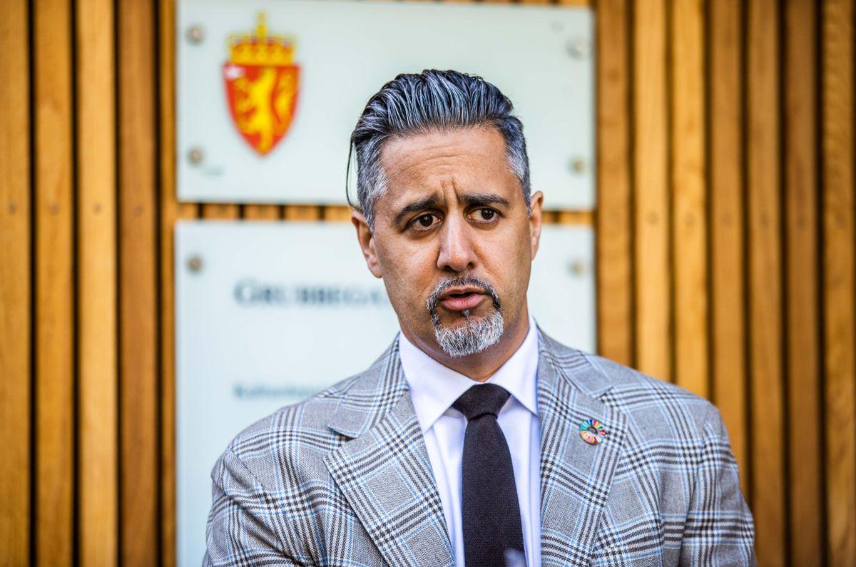 Kulturminister Abid Raja (V) er uenig i kritikken fra KS-leder Bjørn Arild Gram om økende maktkonsentrasjon i kultursektoren.