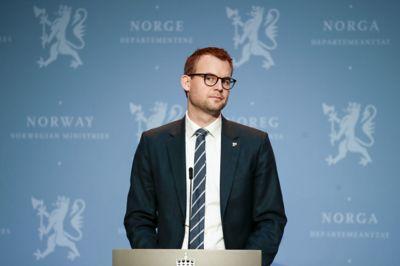 Barne- og familieminister Kjell Ingolf Ropstad innkaller kommuner til møte.