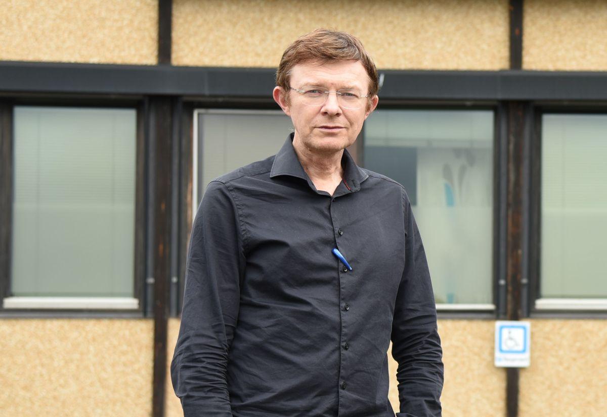– Det var en krevende situasjon og mye upløyd mark, sier kommunelege Arne Bye om tida da koronasmitten kom til kommunen.