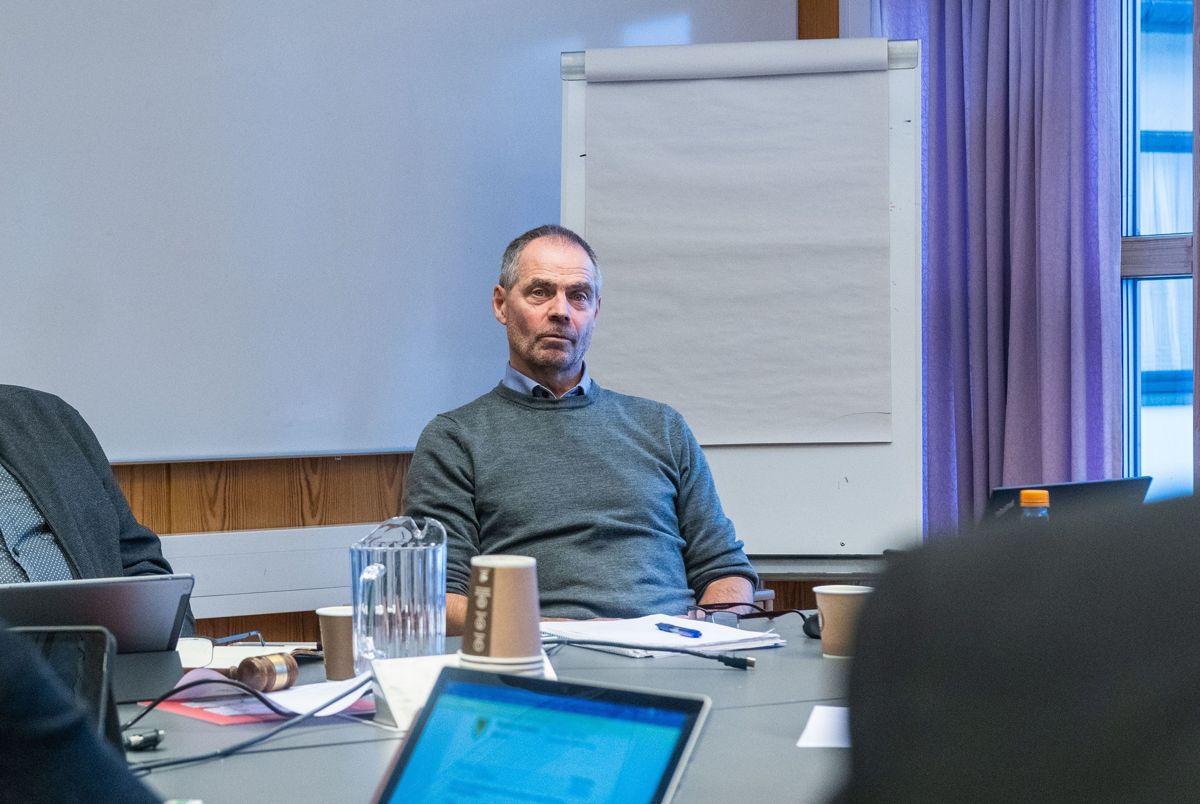 Tidligere Brønnøy-rådmann Helge Thorsen mener KS-advokat har brutt god advokatskikk i sitt arbeid for Brønnøy kommune.
